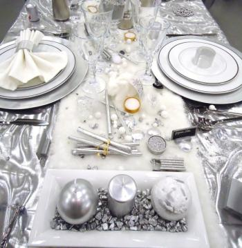 D co de table blanc et argent for Table de noel argent et blanc