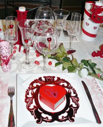 Table st valentin une d co sucr e trucs et deco for Deco table st valentin