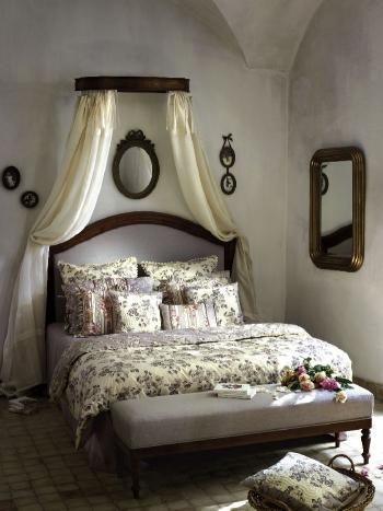 chambre romantique linge ciel de lit trucs et deco. Black Bedroom Furniture Sets. Home Design Ideas